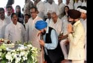 All-India Anti-Terrorist Front Chairman Maninderjeet Singh Bitta pays his last respects
