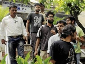 FTII Students Arrested by Pune Police in Midnight