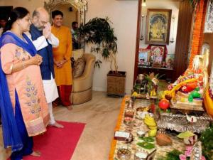 Amit Shah celebrates Ganesh Chaturthi along with his wife and Piyush Goyal  at Goyal's residence in Mumbai