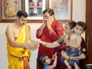 Nitin Gadkari along with family offers prayers to Lord Ganesha