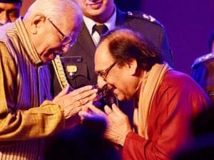 Ghulam Ali, being  greeted by Uttar Pradesh Governor Ram Naik