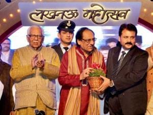Ghulam Ali with Uttar Pradesh Governor Ram Naik and others ahead of his performance