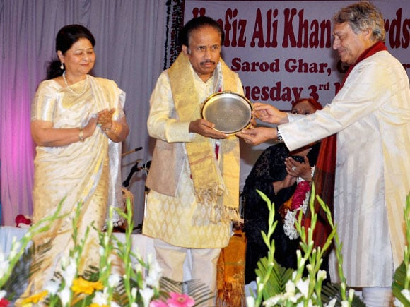 Hafiz Ali Khan,  Award,  L Subramaniam, Roshan Kumari, Amjad Ali Khan, Kavita Subramaniam