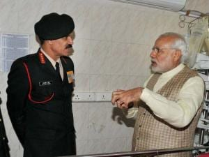 Prime Minister Narendra Modi talks to Army chief Gen Dalbir Singh and head of the medical team in the ward at a ward of Army's Research & Referral Hospital