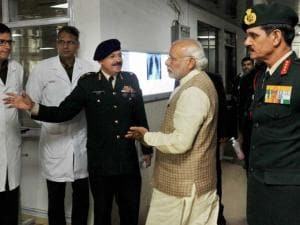Prime Minister Narendra Modi with Army chief Gen Dalbir Singh talking to doctors at Army's Research & Referral Hospital where Lance Naik Hanumanthappa who is critical