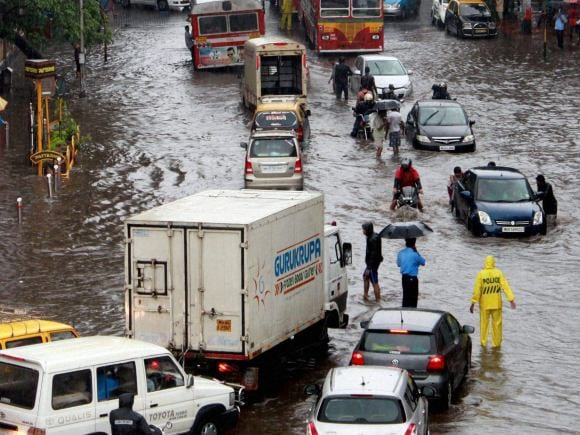 Mumbai Rains, Water Logging, BMC, IMD, Trains, Central Railway, Harbour Line, Western Railway, Mumbai, Dadar, Parel, Byculla, Mazagaon, Mahim, Santacruz, Juhu, Vile Parle, Worli, Sion, Chunabhatti, Andheri, Kurla, Borivali, Dahisar, Jogeshwari