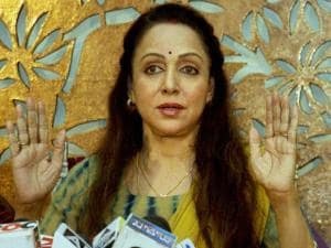 BJP MP Hema Malini addresses a press conference regarding the controversy surrounding the land allotted to her by the Maharashtra government_02