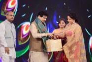 Hemamalini honors veteran actor Jitendra