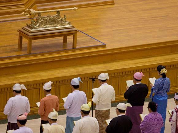Htin Kyaw, Suu Kyi, Aung San Suu Kyi, Myanmar politics, Myanmar President, Htin Kyaw, swearing-in ceremony, Naypyitaw, Myanmar