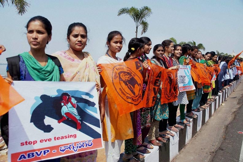 Girl students, human chain, protest over, violence, against, women, Hyderabad