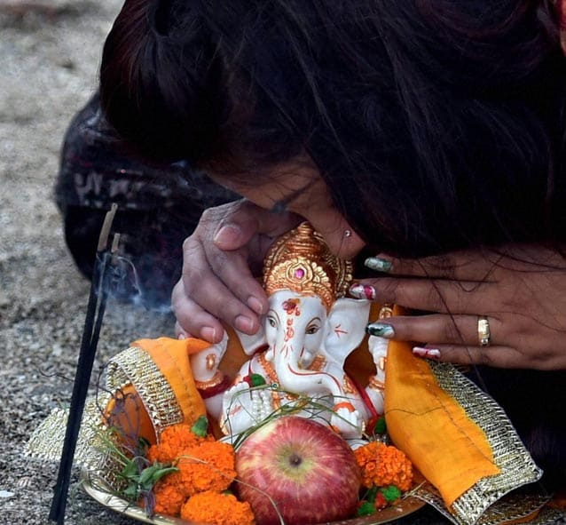 Hindu, devotee, whisper, wishes, ear, idol, elephant-headed, Hindu, god, Ganesha, ritual, immersion, iconic, Girgaon, Chaupati beach, one and half day, eleven-day, long, festival Ganesh Chaturthi