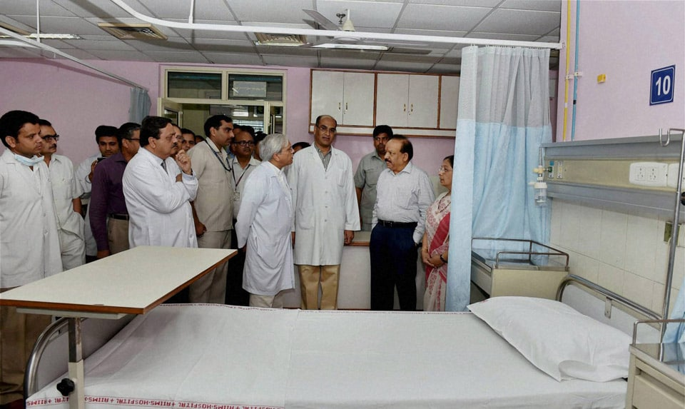 Union Minister for Health, Family Welfare, Harsh Vardhan, interacts, doctors, inspecting, ward, inauguration, Dental Centre, other facilities, CDER, AIIMS