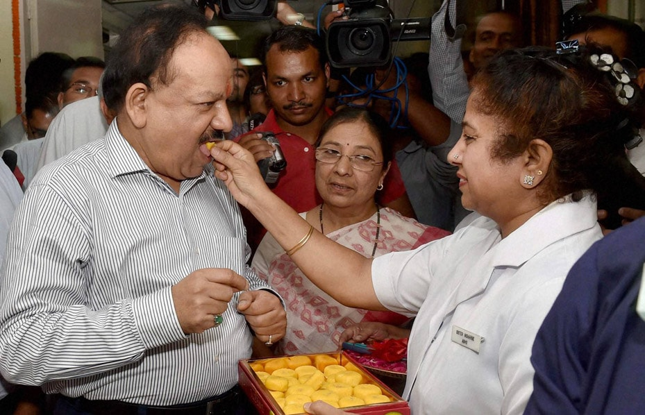 Union Minister for Health, Family Welfare, Harsh Vardhan, offered, sweet, nurse, inauguration, Dental, Centre, other, facilities, CDER, AIIMS,