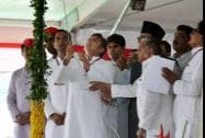 Uttar Pradesh Chief Minister Akhilesh Yadav hoists the party flag
