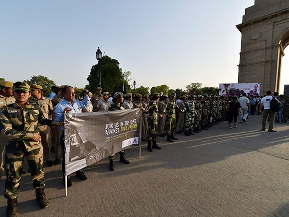 Child Labour, Stand Against Child Labour, BSF, Delhi Police, human chain, Child Labour, India Gate