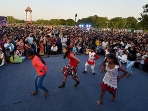 Children perform at India Gate