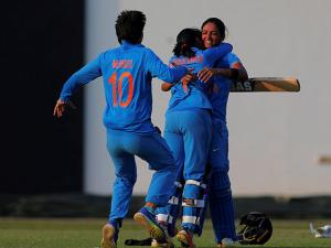 Members of the Indian cricket team hug their batsman Harmanpreet Kaur after defeating defeating South Africa