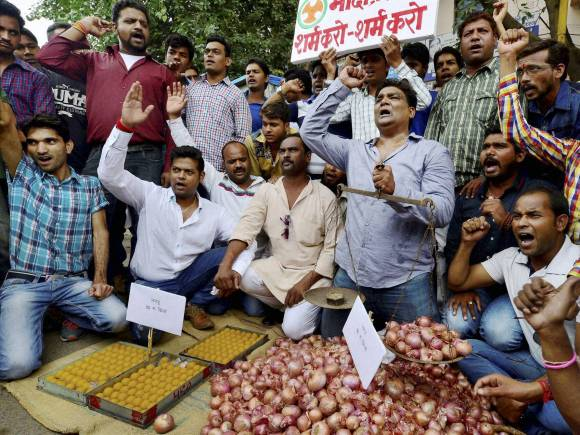 Onion crisis, Onion prices, Wholesale onion prices, Wholesale Onion, Congress, Onions, Bhopal