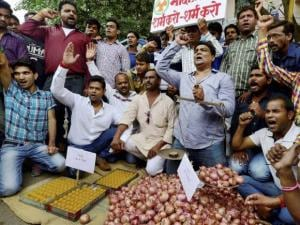 Congress activists staging a protest against the price hike of Onions
