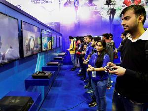 People playing video games, at India Gaming Show 2017, at Pragati Maidan