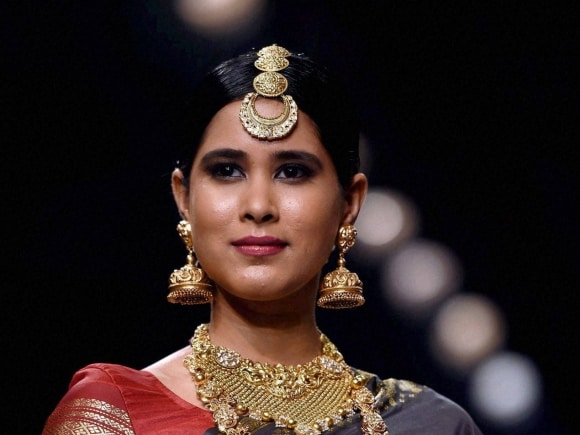 Jewellery, India International Jewellery Week, Fashion Show, Mumbai, India, International, model