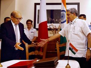 Manohar Parrikar and his French counterpart Jean Yves Le Drian arrive to sign the Euro 7.87-billion