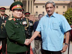 Union Defence Minister Manohar Parrikar greets his Vietnamese counterpart Gen Ngo Xuan Lich during a welcome ceremony