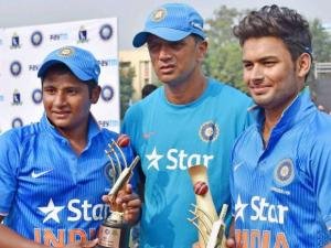 Rahul Dravid with the Man of the match Sarfaraz Khan and man of the series Rishab Pant