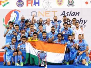 Indian hockey players pose with the Asian Champions Trophy