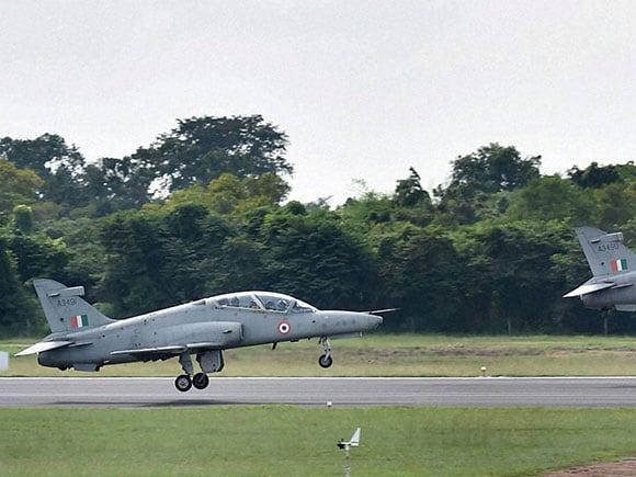 Air Force Day 2016, Air Force Day, Indian Air Force, Indian Air Force day, Advanced jet trainer Hawks, Hawks