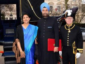 Newly appointed India's High Commissioner to the UK Navtej Sarna arrives at his London residence in a horse-drawn carriage from Buckingham Palace after presenting his credentials to Queen Elizabeth