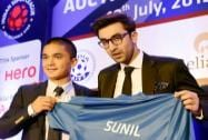 Ranbir Kapoor owner of Mumbai City team with player Sunil Chhetri