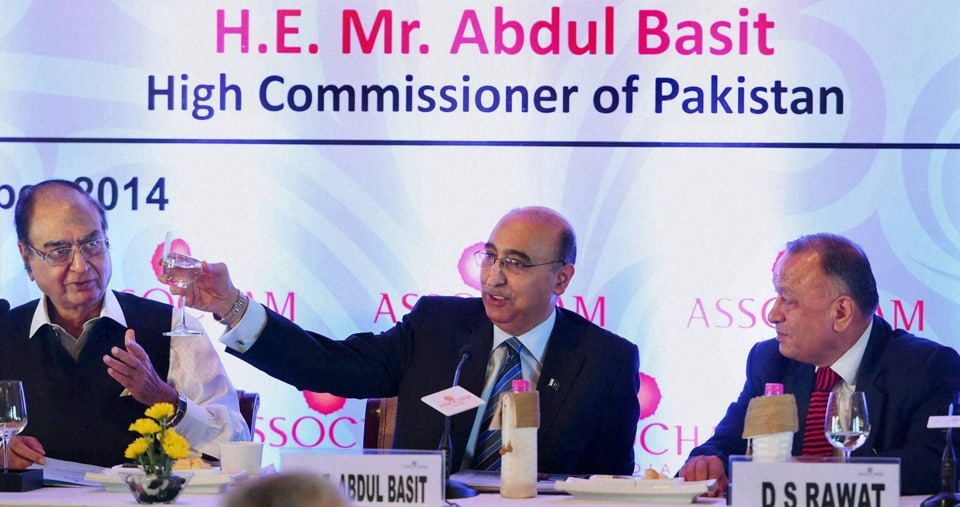 Pakistani High Commissioner, India, Abdul Basit, greeted, Chairman, ASSOCHAM's, India -SAARC, business promotion council, Ravi Wig, interactive session on Indo-Pak Economic Growth, New Delhi