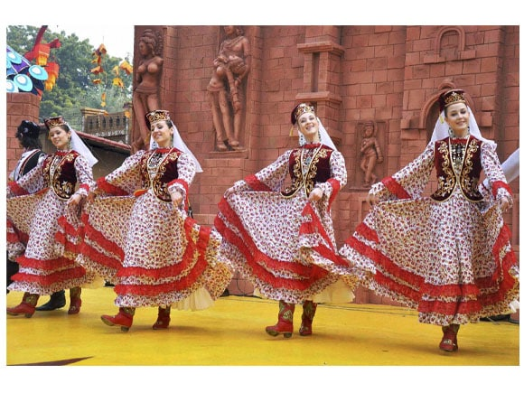 artists, International Crafts Mela 2015, Russian artists,  Sri Lankan artists, Gujarati tribal artists ,Haryana