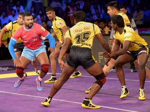 Players of Jaipur Pink Panthers  and Telugu Titans in action during the Pro Kabaddi League