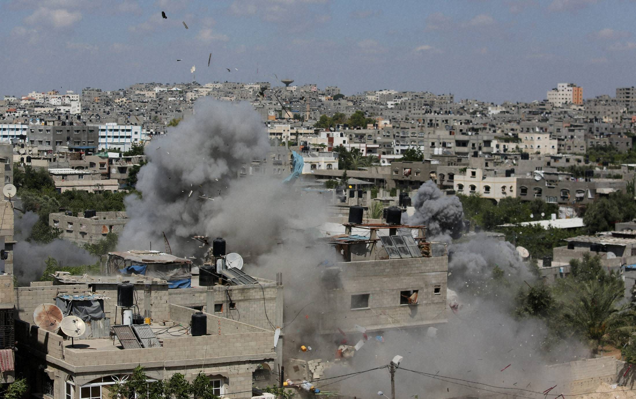 Smoke, debris rises, Israeli, missile, building, Jabalya, refugee, camp, northern Gaza Strip, airstrikes, militants, Hamas-controlled, Gaza, Strip, heavy, rocket, fire