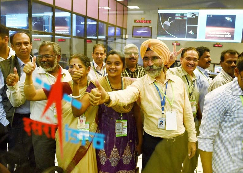 ISRO scientists, officials, celebrate, success, Mars Orbiter Mission, MARS Orbiter Command Network complex, Bengaluru