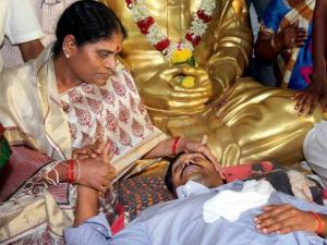 Jagan Mohan Reddy's indefinite fast foiled