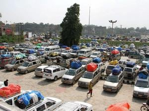 Stranded passengers vehicles as they wait for the opening of the Jammu-Srinagar national highway