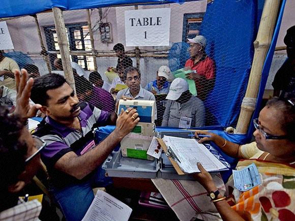 Jayalalitha, Karunanidhi, AIADMK, DMK, MK Stalin, Tamil Nadu Assembly Elections 2016, Tamil Nadu Assembly Elections, Tamil Nadu Elections, Elections in Tamil Nadu, Tamil Nadu Election 2016, Tamil Nadu Elections Result, Tamil Nadu Elections News, Tamil Nadu Elections Update