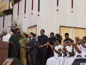 Tamil Nadu Governor K Rosaiah administering the oath of secrecy to Tamil Nadu Chief Minister J Jayalalithaa at the swearing in ceremony in Chennai (2)