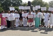 Karnataka BJP MPs protest, demanding CBI probe into the death of IAS officer DK Ravi