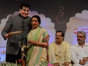 Bollywood actor Jitendra receives Life Time Acievment Award  from Asha Bhosle on Master Dinanath  Mangeshkar memorial award on his 74th death anniversory in Mumbai