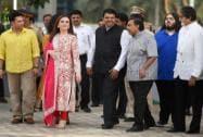 Sachin Tendulkar, Neeta Ambani, Devendra Phadnavis, Mukesh Ambani and Amitabh Bachchan