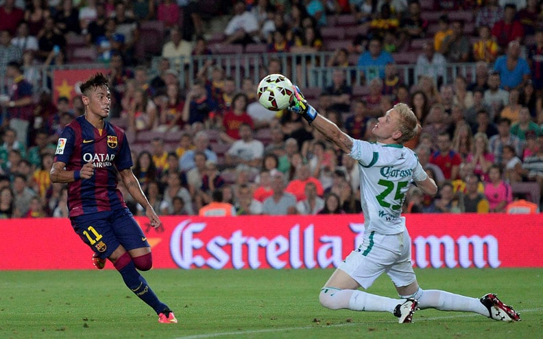 Barcelona's Neymar, Brazil, scores, Leon's, goalkeeper, Wiliam Yarbrough, Joan Gamper trophy, friendly soccer match, Camp, Nou, Barcelona