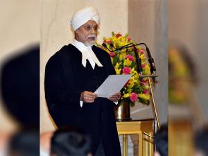 Justice JS Khehar taking oath as the new Chief Justice of India