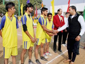 Captain of Indian Kabaddi Team, Anup Kumar Yadav meeting the players during the finals