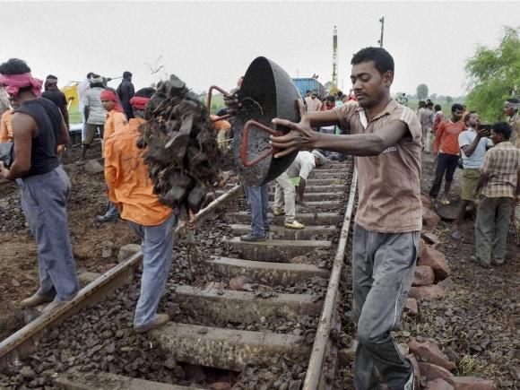 Kamayani Express, Janata Express, Madhya Pradesh, Twin Train derailment, Harda, Train derailment