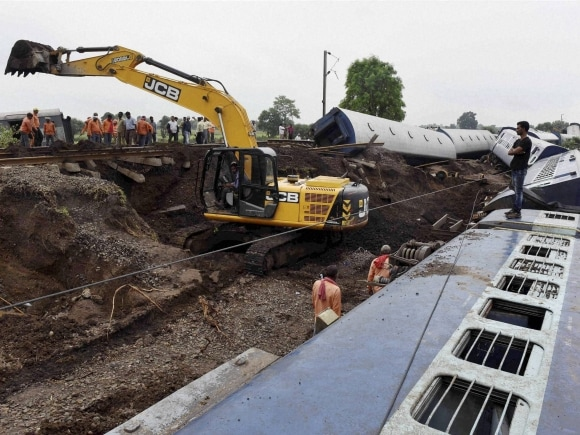 Rescue, Kamayani Express, Janata Express, Madhya Pradesh, Twin Train derailment, Harda, Train derailment