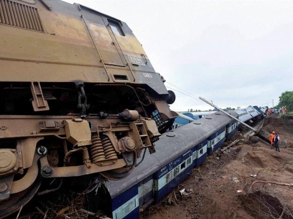 Twin Train derailment, Kamayani Express, Janata Express, Madhya Pradesh, Rescue, Shivraj Singh Chouhan, Suresh Prabhu, Mumbai